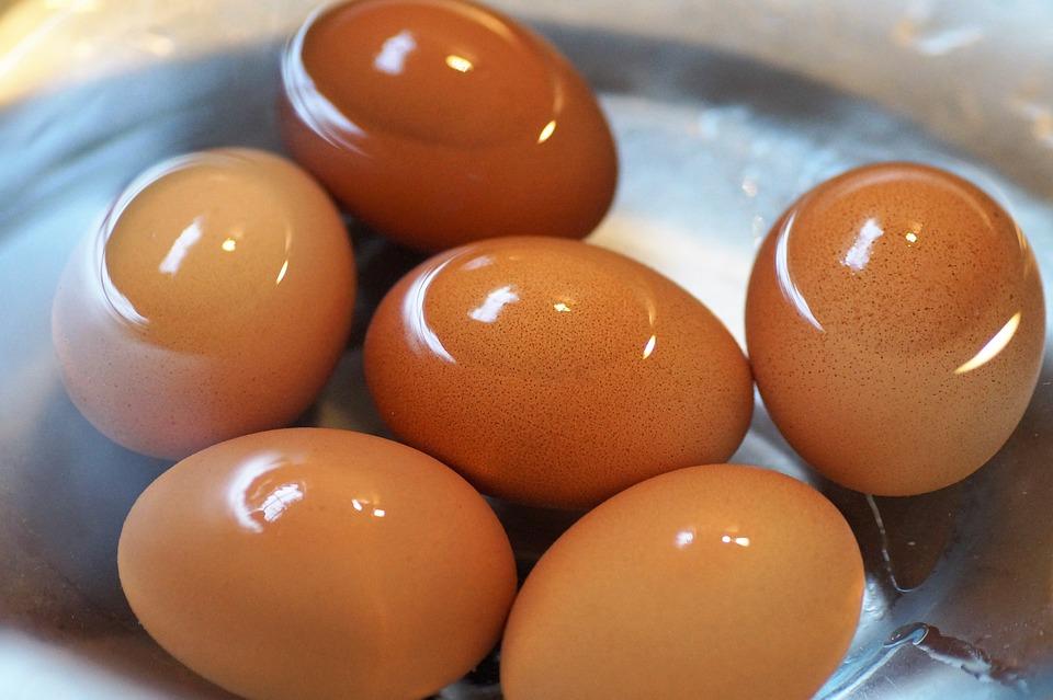 Cómo pelar un huevo duro sin que se rompa